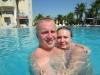 Мы с Сашкой в бассейне, на заднем плане горы. Красотища)