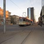 Это эстонский трамвай, а на заднем плане гостиница (SwissOtel), где мы жили.