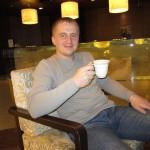 В SwissOtel замечательный персонал: вежливый и корректный. Несмотря на ранний час (6 утра), нам организовали вкуснейший кофе капучино. Кстати, смотрите, как я похудел)