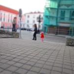 Девочка эстонская (а может и русская, тут вообще много русских). Опробовали режим съемки, когда все, кроме объекта, расфокусируется, назвали такой режим «мультяшный».