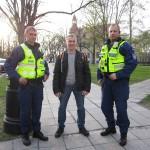 Попросил полицейских с ними сфотографироваться. Крепкие и четкие парни. Сначала заговорил с ними на английском, потом на русском, вследствие чего они начали задавать вопросы: а чего так общаешься. Я честно ответил: ну вы же Европа, они поняли)