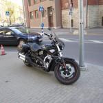 Пошли прогуляться перед походом в кино (да, мы смотрели кино «Жених напрокат» на английском с русскими субтитрами) и встретили это чудо. Настоящий Harley Davidson.